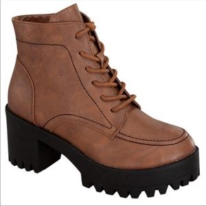 Brown Lug sole chunky boot NIB